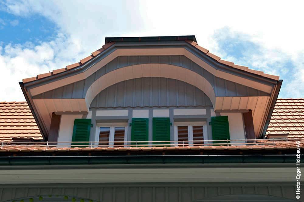 Renovierte Aussenfassade im Dachstock